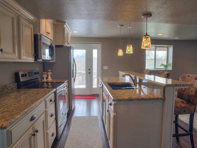 Syracuse Basement Kitchen 150314.jpg