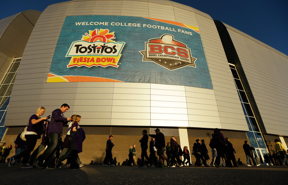 Description of . Fans arrive for the Tostitos Fiesta Bowl between the Oregon Ducks and the Kansas State Wildcats at University of Phoenix Stadium on January 3, 2013 in Glendale, Arizona.  (Photo by Ezra Shaw/Getty Images)