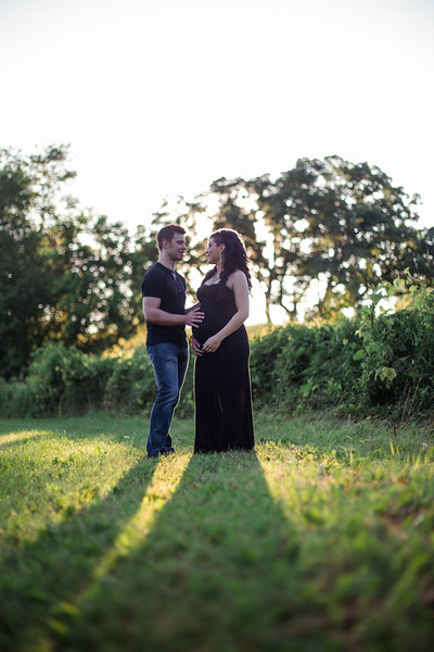 Outdoor Summer Maternity Photos
