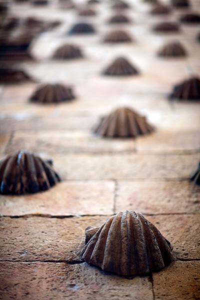 Detalle de la fachada de la Casa de las Conchas, Salamanca, España