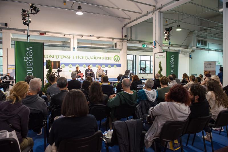 lucca-veganfest-conferenze-e-piazzetta_3_018.jpg