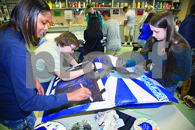 art-students-at-lufkin-high-create-with-car-doors