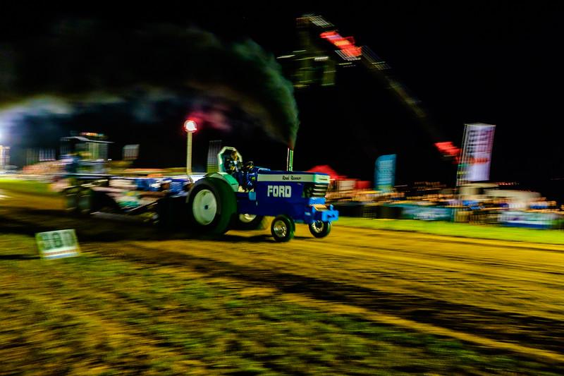 Tractor Pulling 2015-2338.jpg