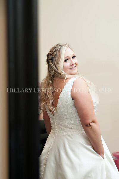 Hillary_Ferguson_Photography_Melinda+Derek_Getting_Ready187.jpg