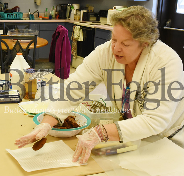 Harold Aughton/Butler Eagle: Joanie Lapic, a Theraputic Horticultural Specialist at Glade Run Lutheran Services in Zelienople shows her class how to make applesauce cinnamon and glue ornaments Wed., Dec. 4, 2019.