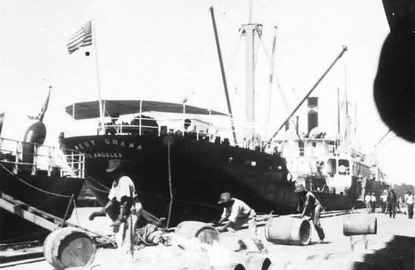 1928-Rosin exports at Municipal Docks.jpg
