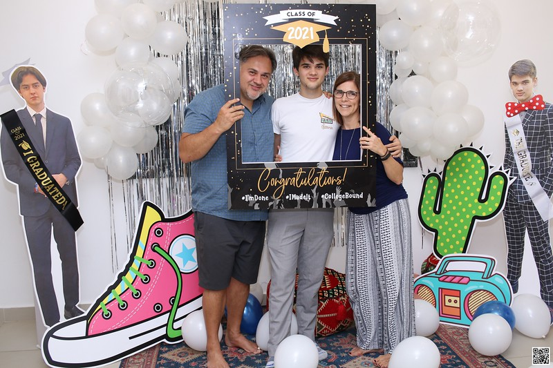 graduation-party-class-of-2021-instant-print-photo-booth-in-ho-chi-minh-Chup-hinh-in-anh-lay-lien-Tiec-Tot-Nghiep-2021-WefieBox-Photobooth-Vietnam-cho-thue-photo-booth-048.jpg