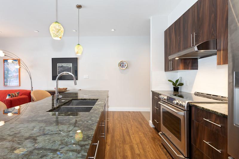 P203 Kitchen 3.jpg