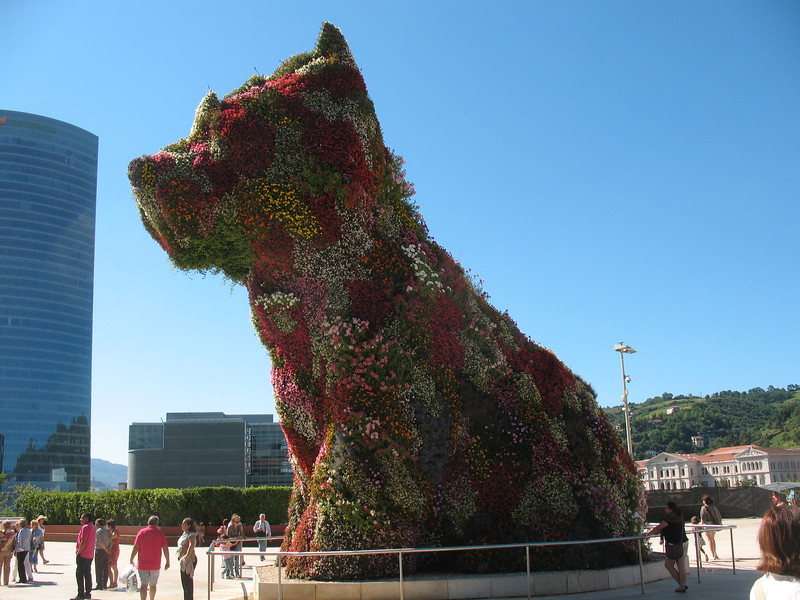 Jeff Koons Puppy at Guggenheim Museum - Mimi Nenno
