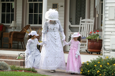 Belles and Beaus Picnic Bybee Historic Inn
