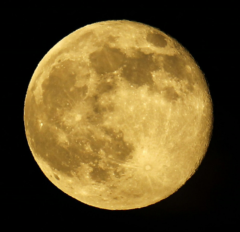 """. 4. SUPERMOON <p>All the media attention on it is a cosmic indicator that it�s a very, very light news day. (unranked) </p><p><b><a href=\""""http://photos.twincities.com/2014/07/12/photos-supermoon-visible-around-the-world/\"""" target=\""""_blank\""""> LINK </a></b> </p><p>    (AP Photo/Nick Ut)</p>"""