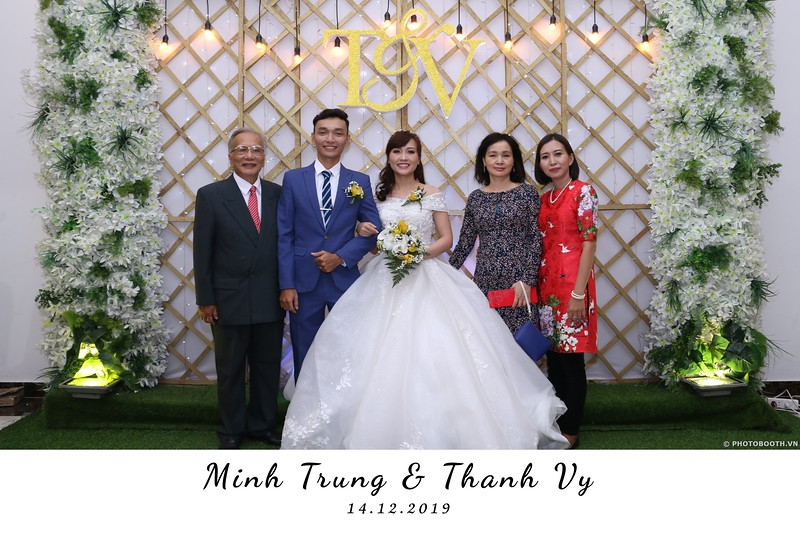 Trung-Vy-wedding-instant-print-photo-booth-Chup-anh-in-hinh-lay-lien-Tiec-cuoi-WefieBox-Photobooth-Vietnam-046.jpg