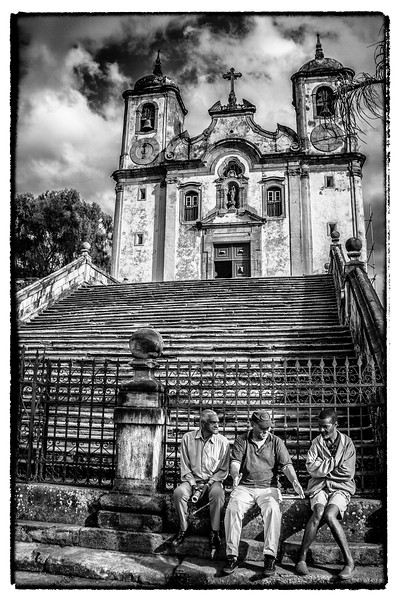 Life scene around Igreja Matriz de Santa Efigenia.