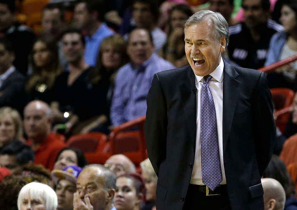 . Los Angeles Lakers head coach Mike D\'Antoni shouts instructions to players during the first quarter of an NBA basketball game against the Miami Heat in Miami, Thursday, Jan. 23, 2014. (AP Photo/Alan Diaz)