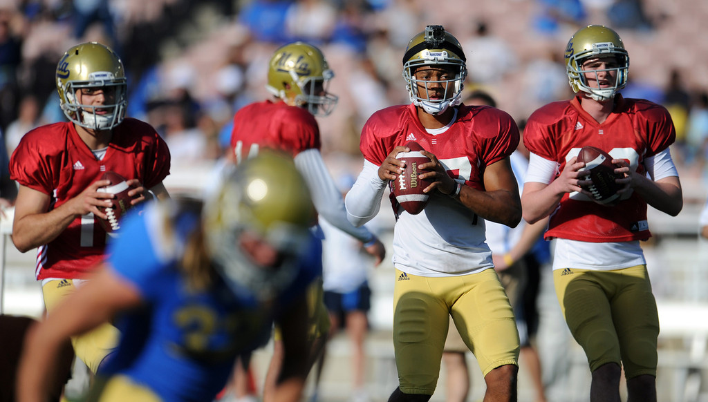 . UCLA quarterback Mike Fafaul (12), left, Brett Hundley (17), center, and quarterback Jake Hall (29) during the football spring showcase college football game in the Rose Bowl on Saturday, April 27, 2013 in Pasadena, Calif.    (Keith Birmingham Pasadena Star-News)