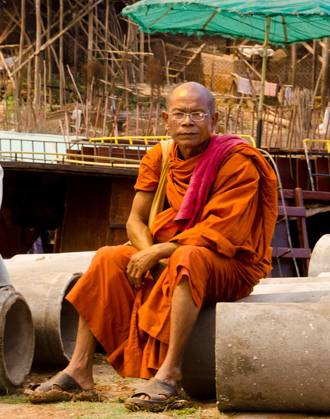CambodiaMonkmanPosingDSC_6120.jpg