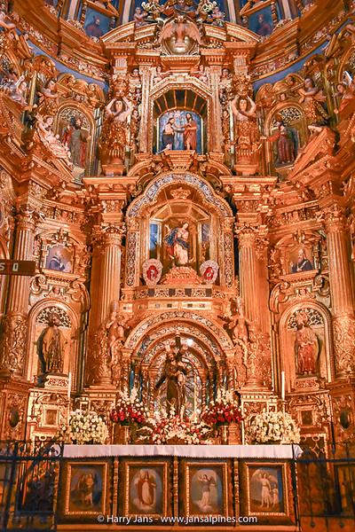inside the Iglesia de San Francisco