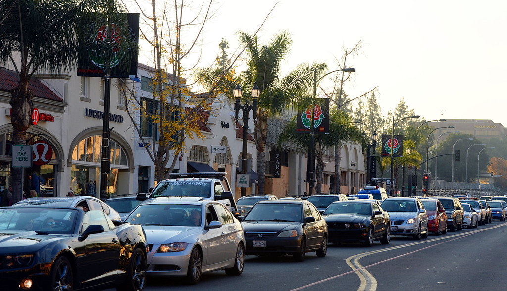 . Traffic along Colorado blvd as people camp out and stake their spots for the Rose Parade in Pasadena, Calif., on Tuesday, Dec. 29, 2013.     (Keith Birmingham Pasadena Star-News)