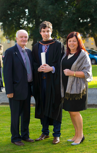 02/11/2016. Waterford Institute of Technology (WIT) Conferring Ceremonies November 2016. Pictured is Kyle Sinnott from Waterford City who Graduated B.A. (Hons) in Legal Studies in Business, also pictured is his parents Gaye and Christy. Picture: Patrick Browne