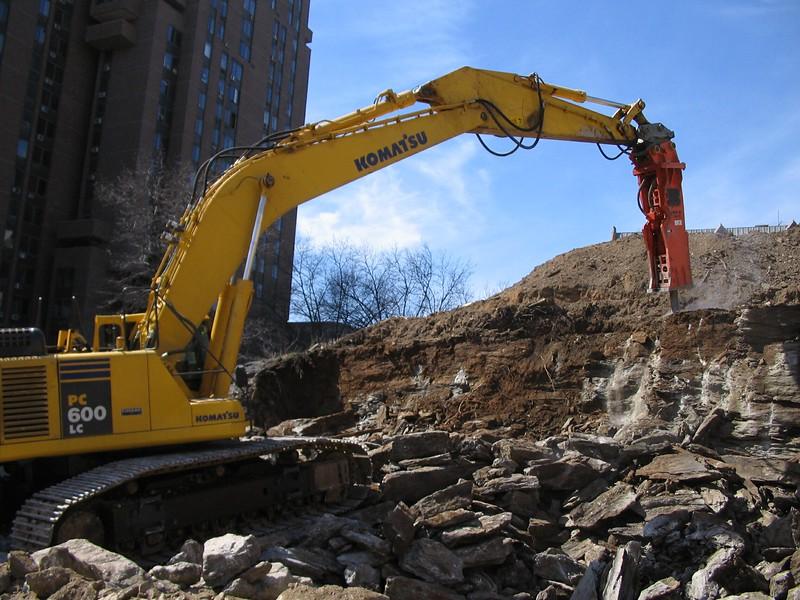 NPK GH30 hydraulic hammer on Komatsu PC600LC excavator (3).jpg