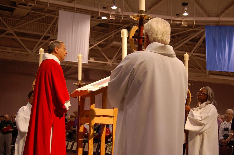 Vice-President Carlos Pena at opening worship.