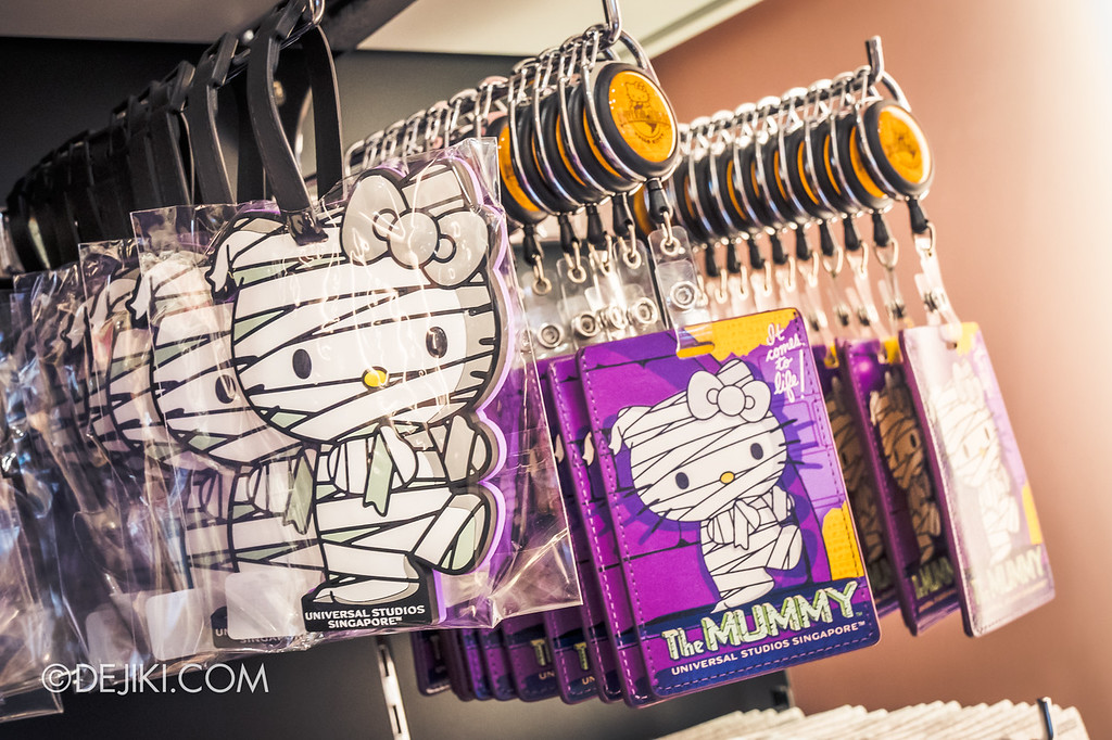 Universal Studios Singapore Halloween Horror Nights 8 / Hello Kitty The Mummy tags and lanyard passholder