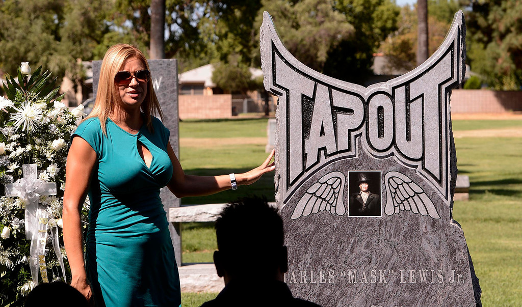 ". Diane Larson speaks during a tribute for ex-husband Charles \""Mask\""  Lewis Jr. at Mountain View Cemetery in San Bernardino, CA on Saturday September 7, 2013.  (Photo by Gabriel Luis Acosta/San Bernardino Sun)"