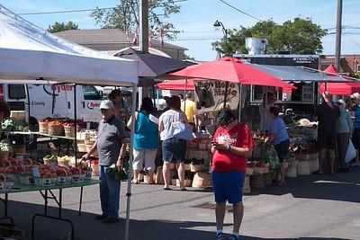 Open air market : Port Colborne, Ontario