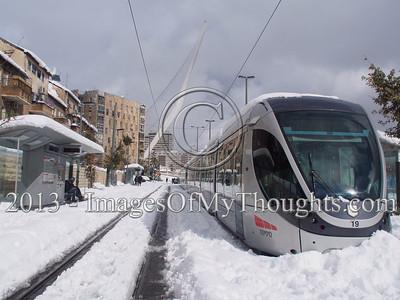 20131213 Snowstorm Alexa Worsens Overnight Paralyzing Jerusalem