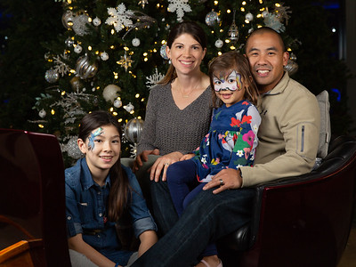 Christmas Lights Drive-Thru Family Portraits 2018
