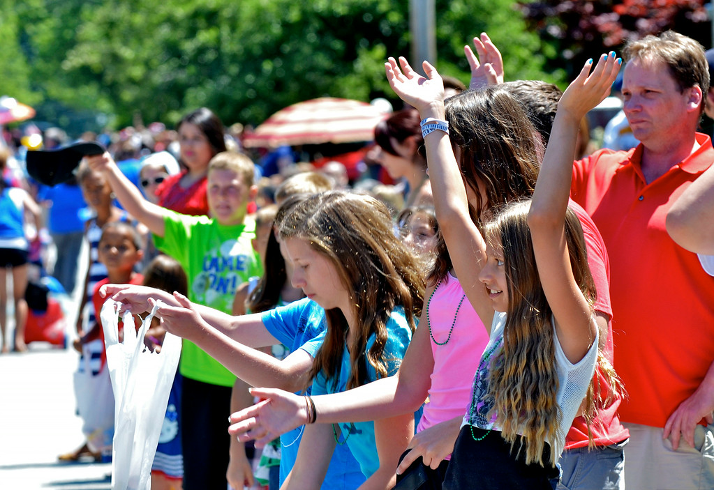 . Jeff Forman/JForman@News-Herald.com Children and adults line the streets for the Mentor Headlands July 4th Parade.