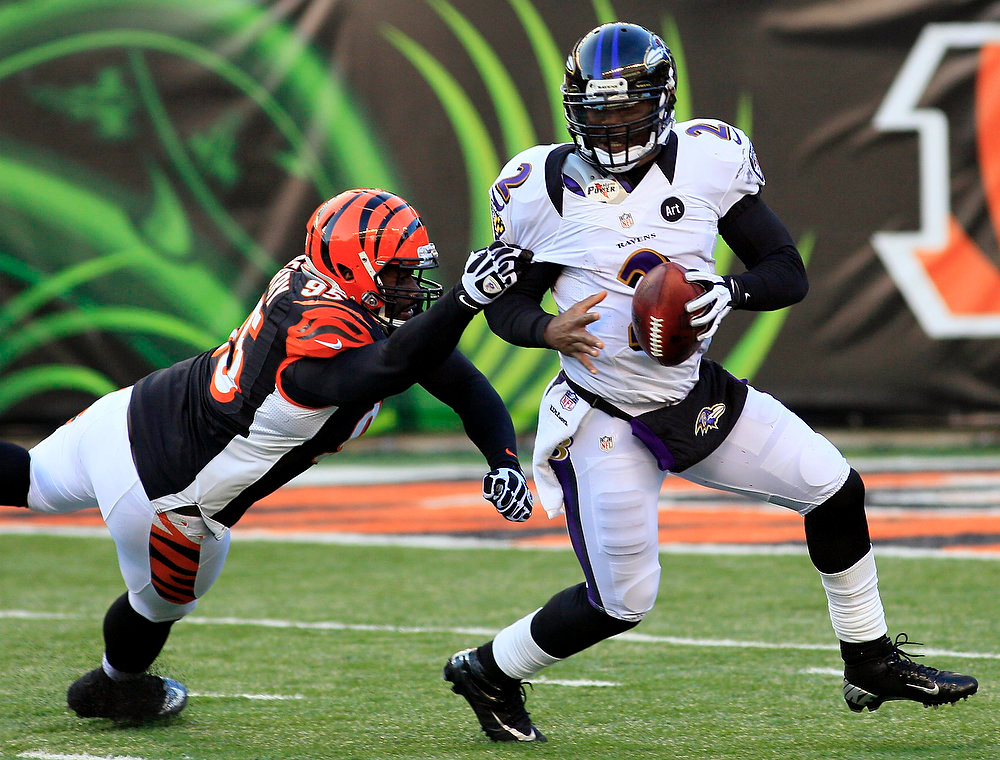 Description of . Baltimore Ravens quarterback Tyrod Taylor (2) is pursued by Cincinnati Bengals defensive end Wallace Gilberry (95) in the second half of an NFL football game, Sunday, Dec. 30, 2012, in Cincinnati. The Bengals won 23-17. (AP Photo/Tom Uhlman)