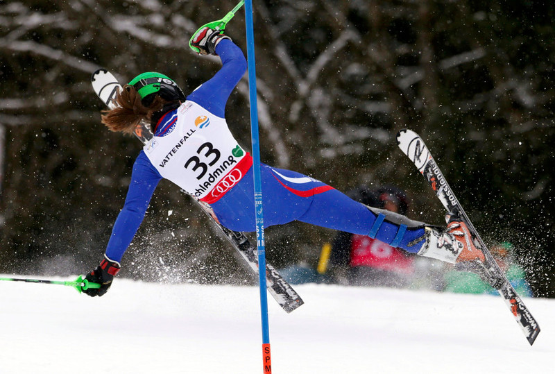 . Petra Vlhova of Slovakia falls during the first run of the women\'s Slalom race at the World Alpine Skiing Championships in Schladming February 16, 2013. REUTERS/Ruben Sprich