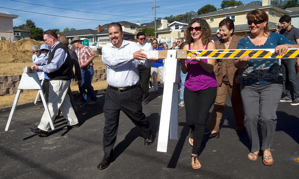 sb residents remove barriers on Glenview