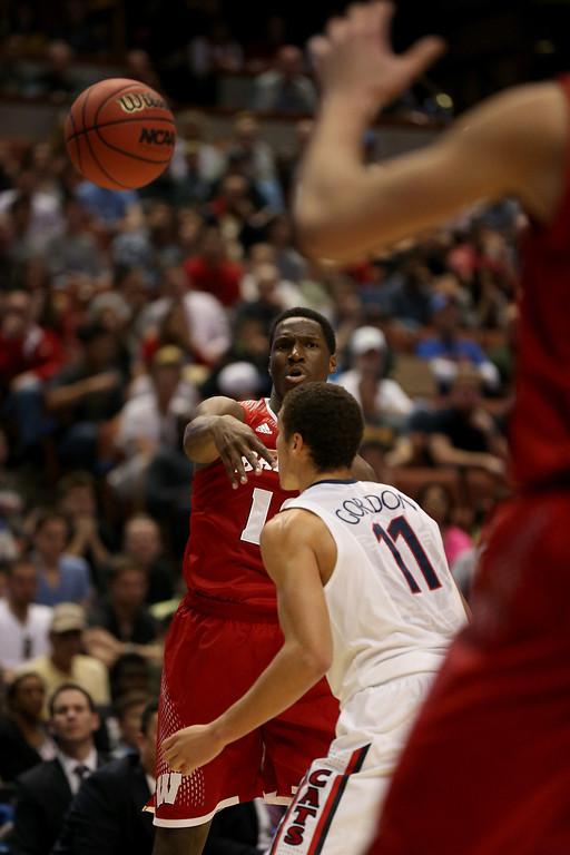 . Nigel Hayes #10 of the Wisconsin Badgers passes the ball over Aaron Gordon #11 of the Arizona Wildcats in the first half during the West Regional Final of the 2014 NCAA Men\'s Basketball Tournament at the Honda Center on March 29, 2014 in Anaheim, California.  (Photo by Jeff Gross/Getty Images)