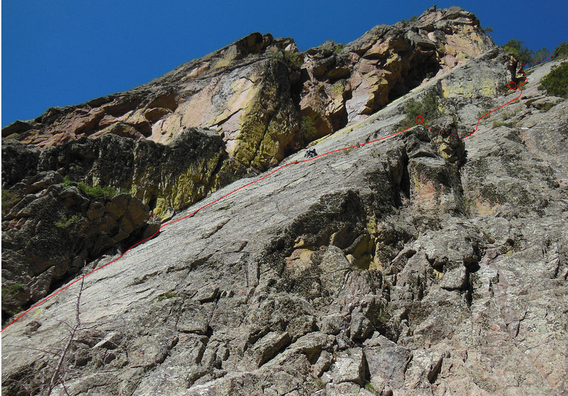 Dave reaches the traverse after the crux face climbing on P1.  Most of the Ramp Route is shown in red, assuming route is done in 3 pitches.