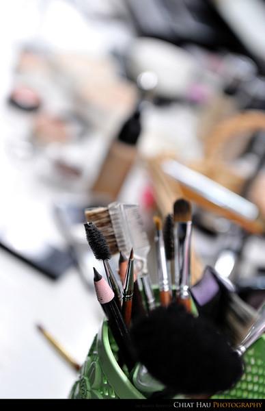 Tone of makeup tool right :D