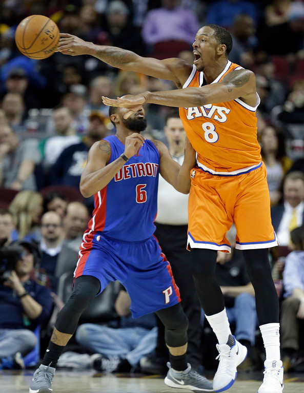 . Cleveland Cavaliers\' Channing Frye (8) passes against Detroit Pistons\' Darrun Hilliard (6) in the second half of an NBA basketball game, Tuesday, March 14, 2017, in Cleveland. (AP Photo/Tony Dejak)