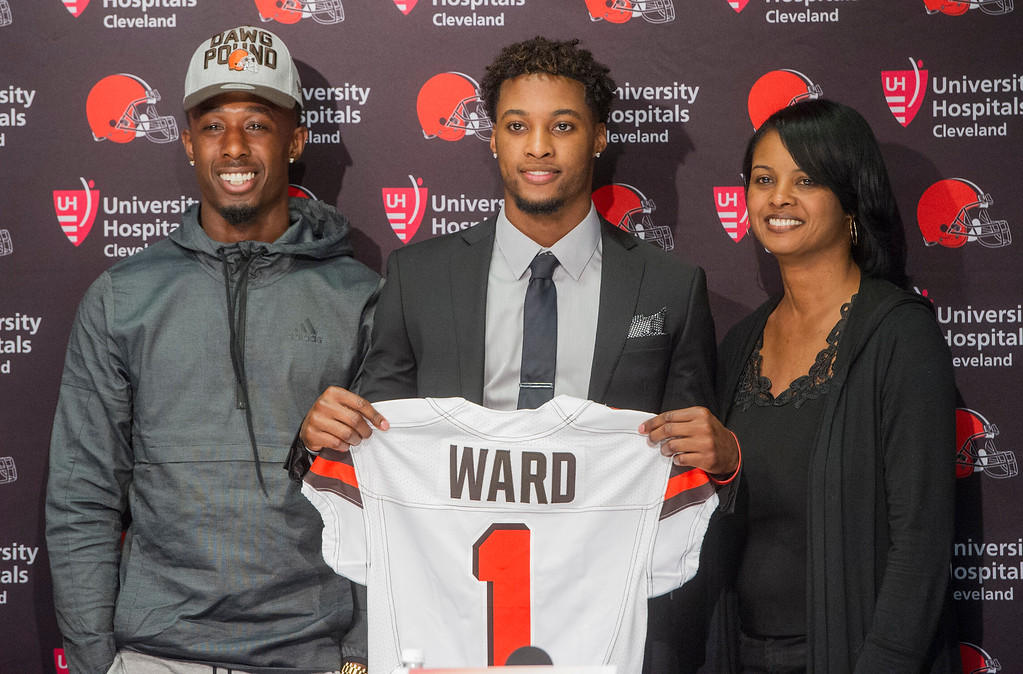 . Cleveland Browns first-round draft selection Denzel Ward, center, stands with brother Paul Ward III, left and mother, Nicole Ward, after a news conference at the NFL football team\'s headquarters in Berea, Ohio, Friday, April 27, 2018. Ward was the fourth selection of the draft. (AP Photo/Phil Long)