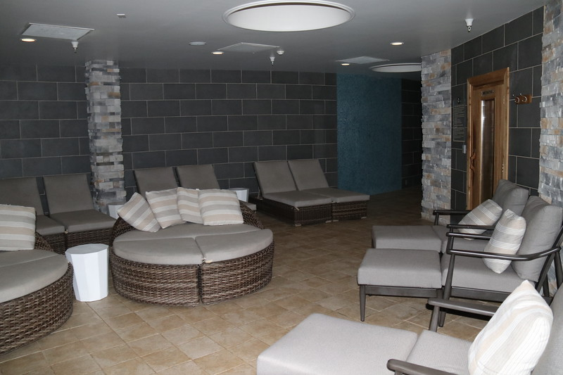 spa area with various lounge chairs