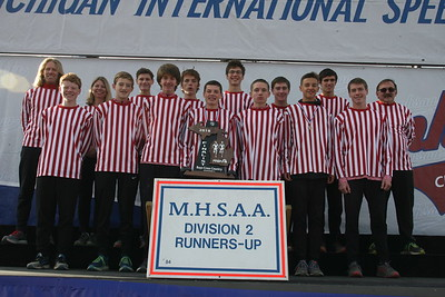 D2 Boys' Team Awards - 2018 MHSAA LP XC Finals