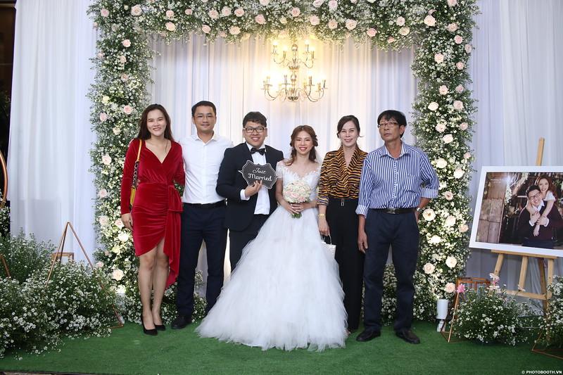 Vy-Cuong-wedding-instant-print-photo-booth-in-Bien-Hoa-Chup-hinh-lay-lien-Tiec-cuoi-tai-Bien-Hoa-WefieBox-Photobooth-Vietnam-034.jpg