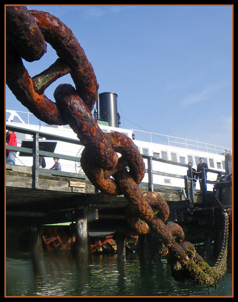 Really big, rusty chain moors the Balclutha.