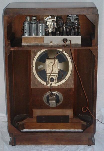 Two speakers and 14 tubes- this is a real window rattler!