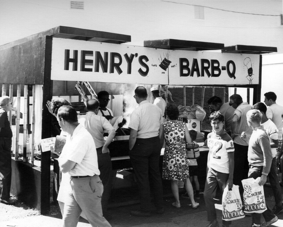 . Henry\'s Bar-B-Q stand at the 1970 Minnesota State Fair. Photo courtesy of the Minnesota State Fair.