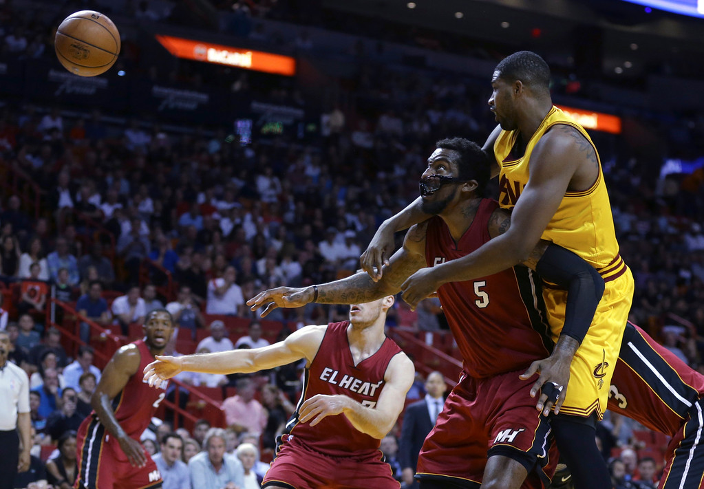 . Cleveland Cavaliers center Tristan Thompson, right, loses the ball as he is defended by Miami Heat forward Amare Stoudemire (5) during the first half of an NBA basketball game, Saturday, March 19, 2016, in Miami. (AP Photo/Lynne Sladky)