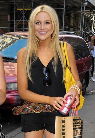 2009-07-15 - Stephanie Pratt shopping