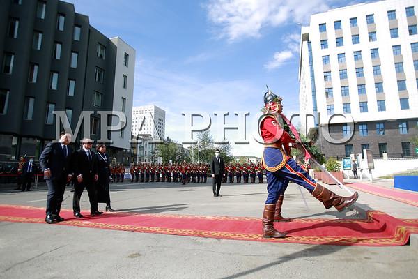 Монгол Улсын Ерөнхийлөгч Х.Баттулга,  УИХ-ын дарга Г.Занданшатар нар Хэлмэгдэгсдийн хөшөөнд цэцэг өргөлөө