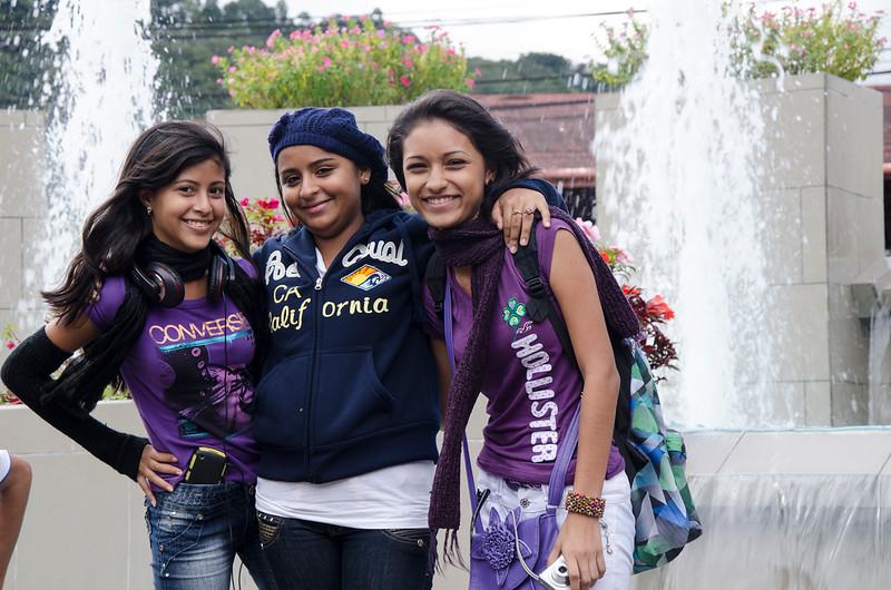 threegirlsboquette.jpg