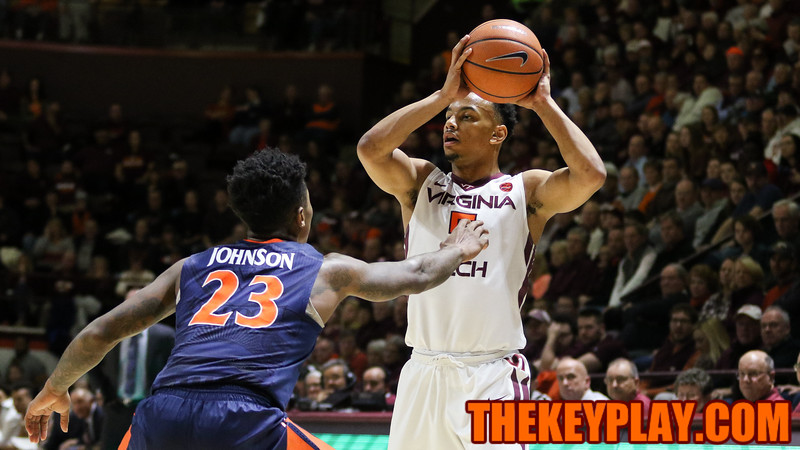 Justin Robinson looks for an open pass from outside the arc. (Mark Umansky/TheKeyPlay.com)